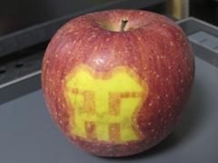 阪神のマーク入りリンゴ